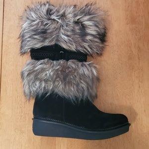 B. Makowsky Faux Fur Trim Boots Size 7.5